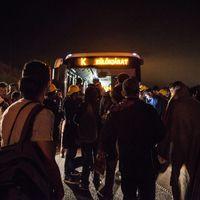 Ma 02:59 perckor  átért az első busz Ausztriába, de ismét elindult a menekültek új hulláma gyalog