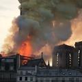 Döbbenet Párizsban: lángol a Notre-Dame