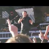 Bruce Springsteen vele, majd neki énekelt Glasgowban