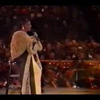 Ma temetik Aretha Franklint - akinek a hangja velünk marad! Idézünk fel pár felvételét, ahol a partnerek is világhírűek voltak