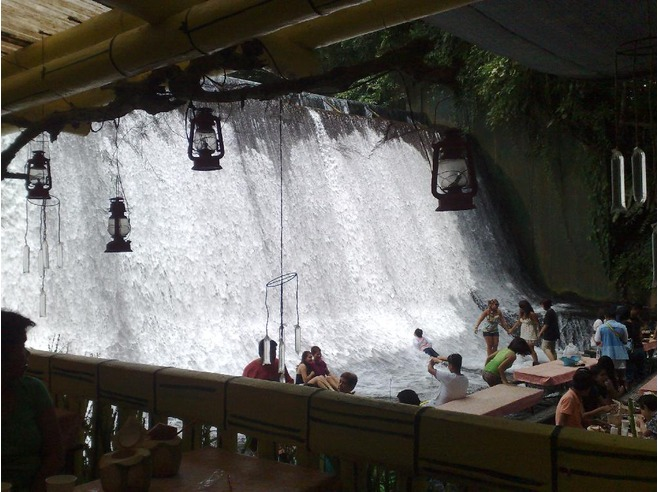 4584655-lunch_at_Labasin_Falls_Laguna.jpg