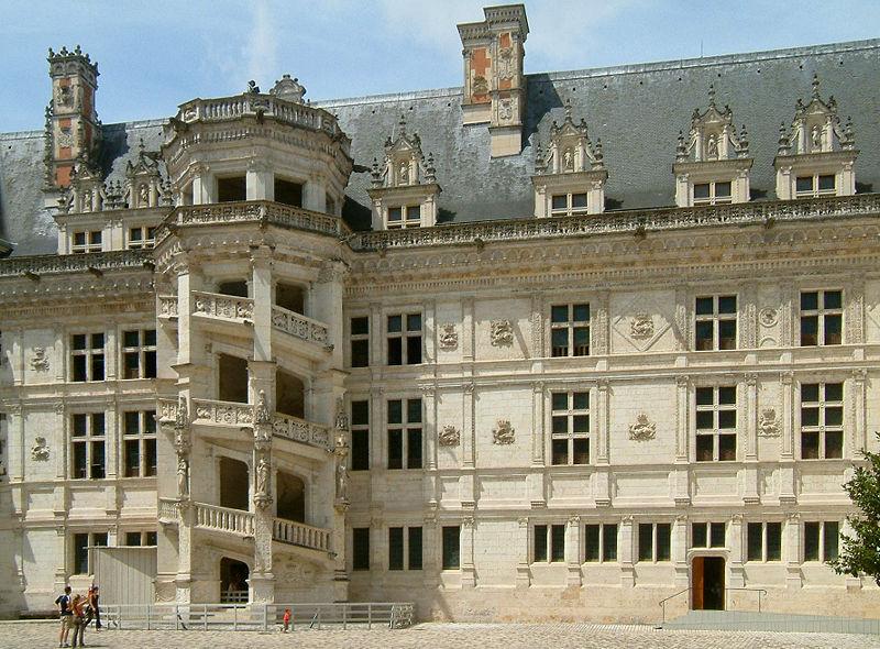 800px-Château_de_Blois_05.jpg