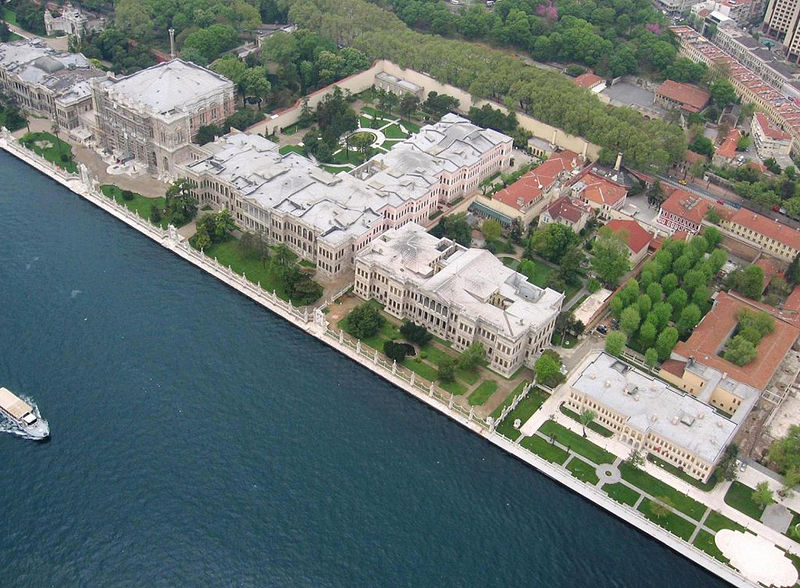 Aerial view of the Dolmabahce palace.jpg