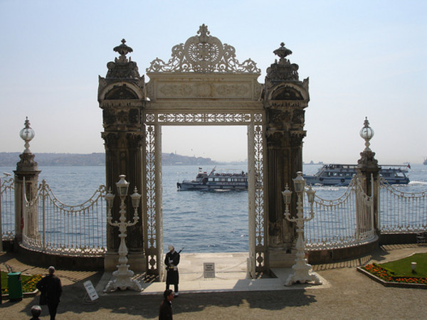 dolmabahce-palace-and-two-continents-tour-bosphorus-bridge-tour-4.jpg