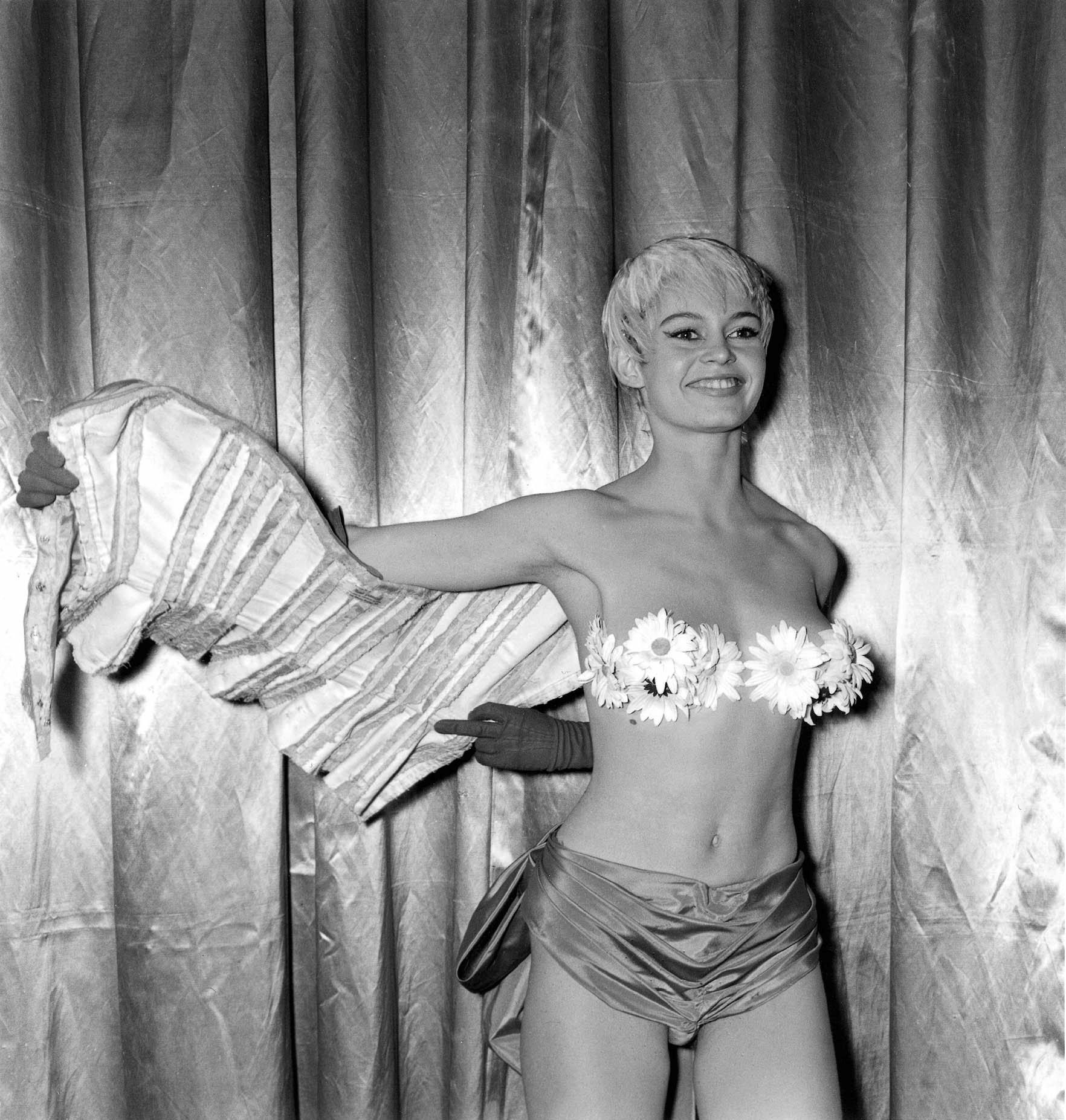 Annex - Bardot, Brigitte (Mademoiselle Striptease)_03.jpg