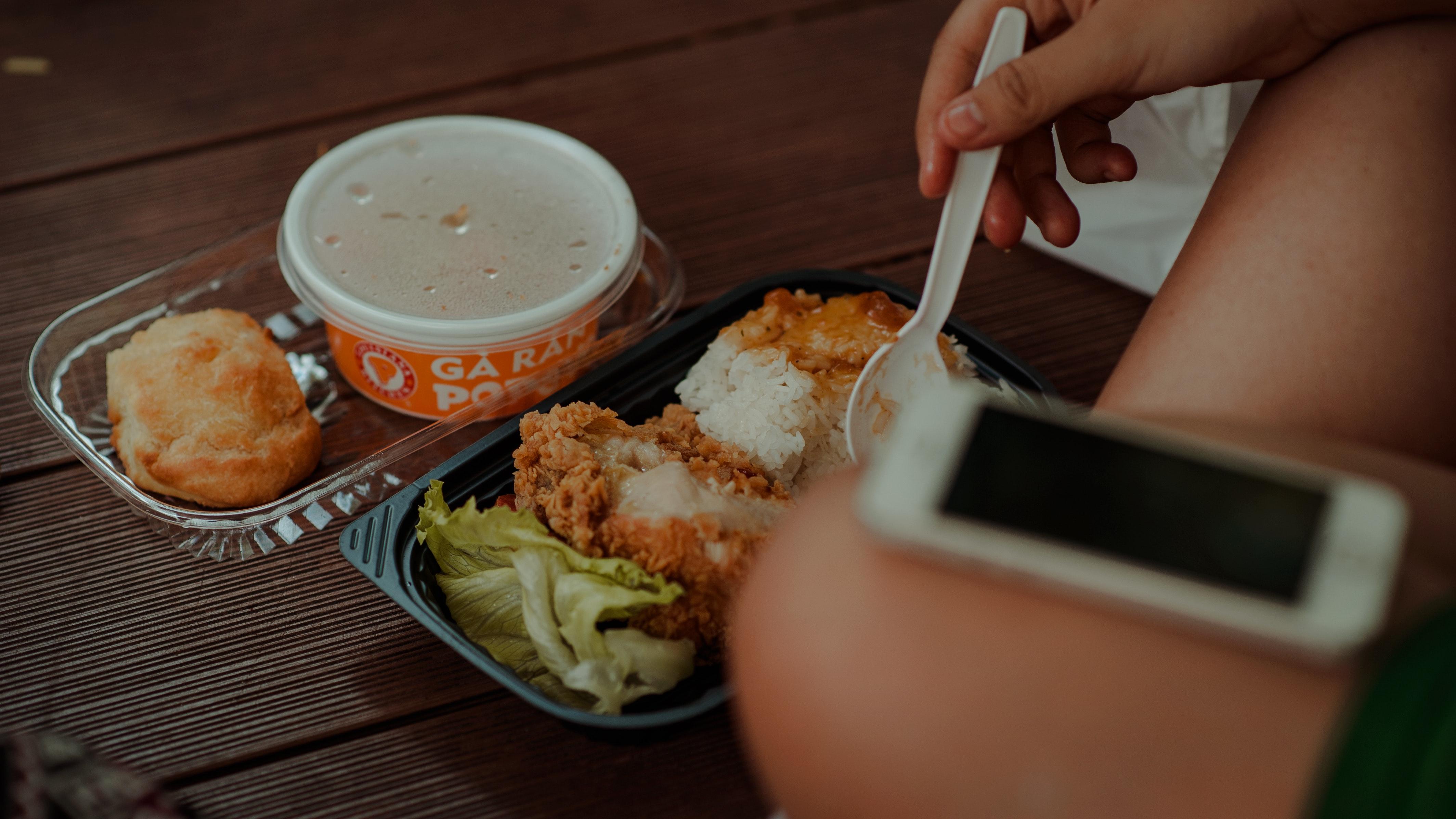 blur-delicious-dinner-793011.jpg