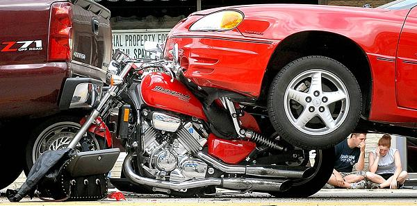 motorcycle-in-traffic-light-accident-600x297.jpg