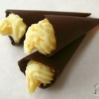 Csokitölcsérek fehér csokoládés citromkrémmel