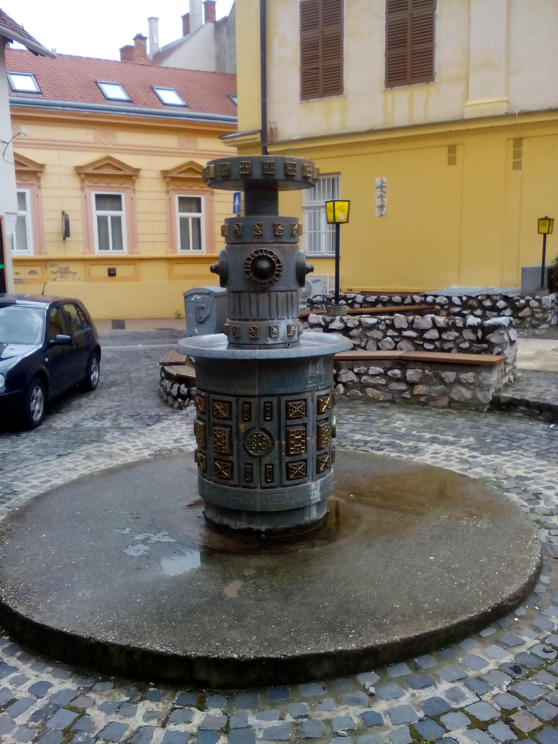 Zsolnay Centenáriumi kút