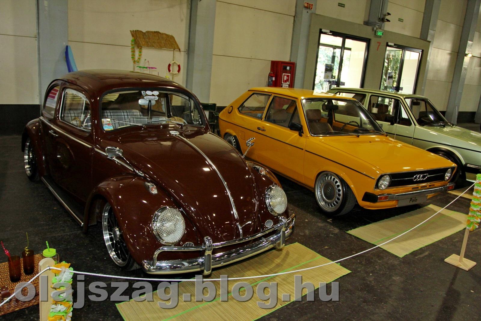 Ez meg az öreg páncélos, mellette meg minden VW Polo őse, az Audi 50