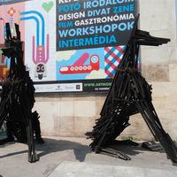 Dante kutyái az Erzsébet téren