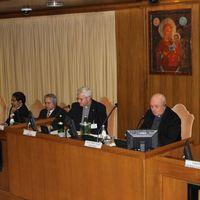 Konferencián a Vatikánban