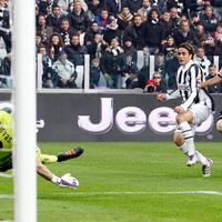 A Juventus 3-0-ra legyőzte a Palermót és átvette a vezetést