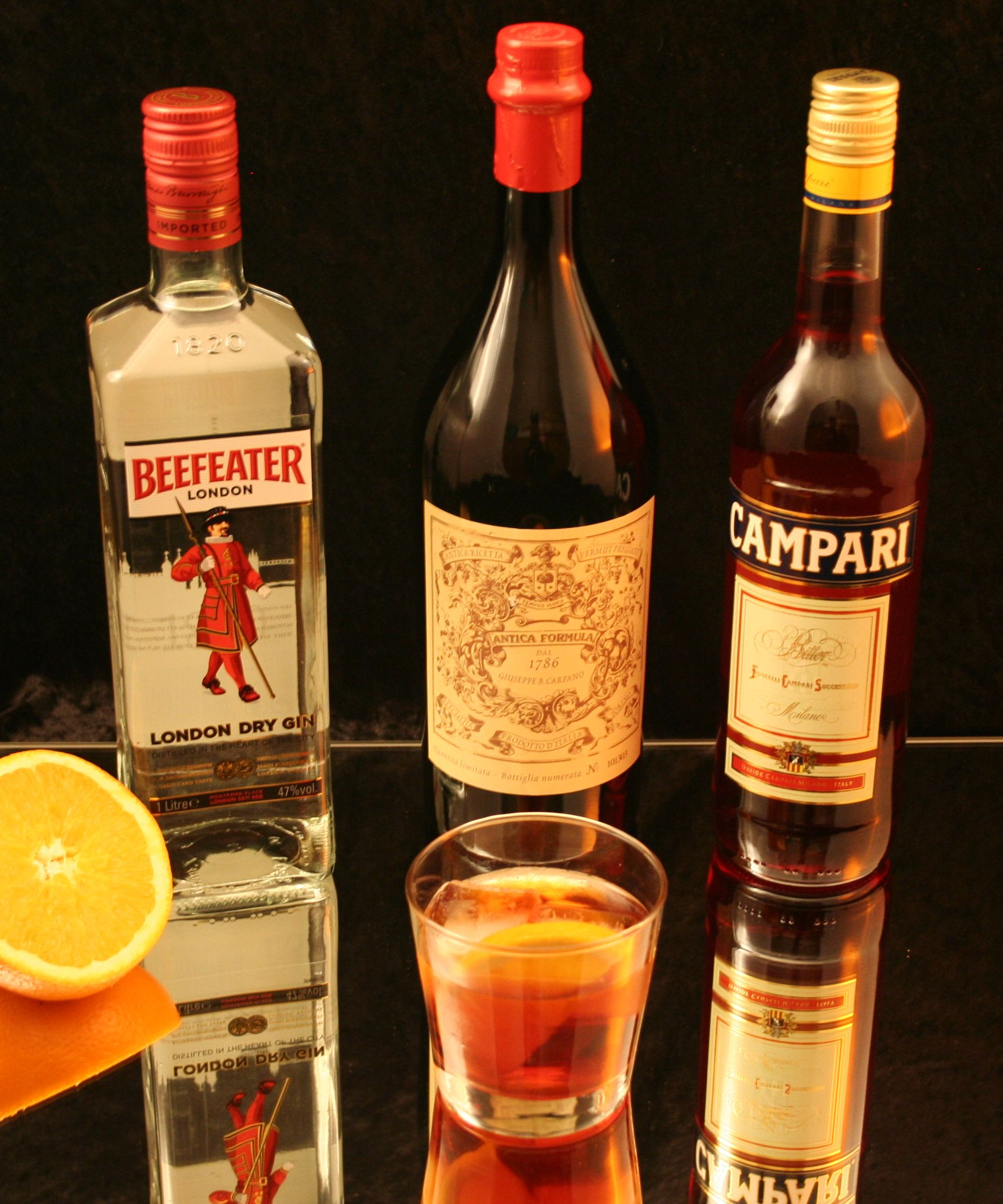 negroni_with_ingredients.jpg