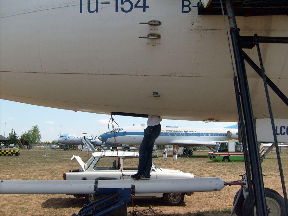 tu-154b2-ha-lcg.jpg