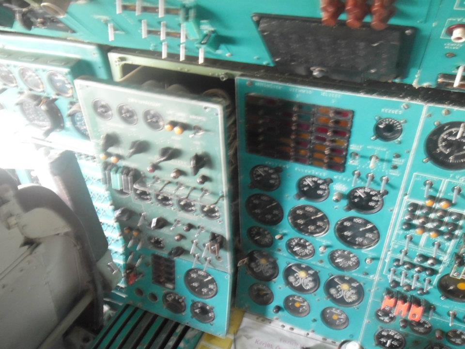 tu-154b2-pilotafulke-szereles-ha-lcg.jpg (Fotó: Maya)