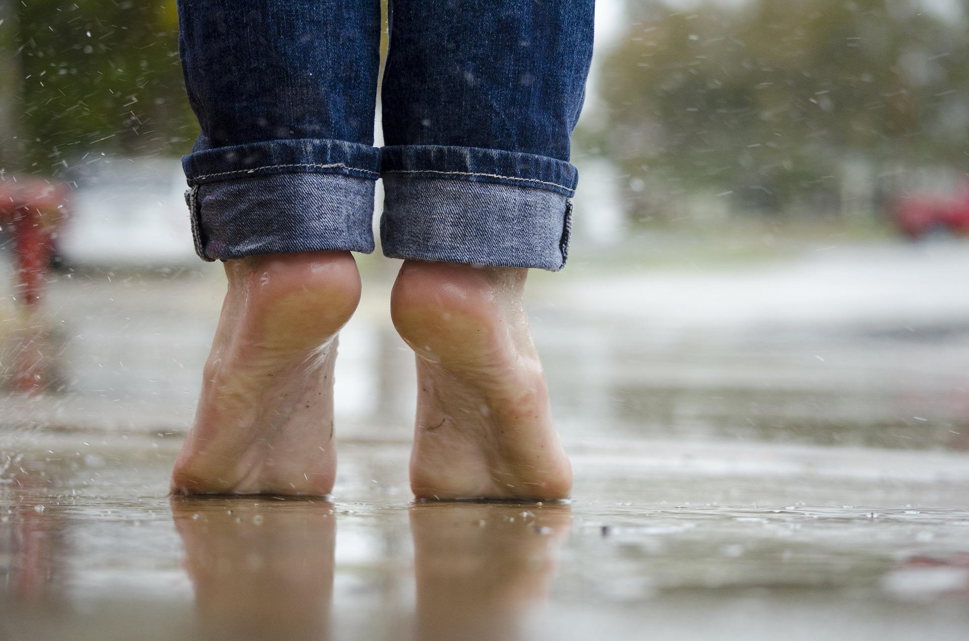 barefoot-1835661_1920.jpg