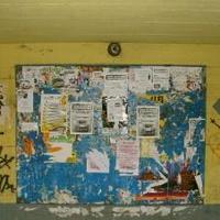Hirdetések: Esztergom, .... utcai hirdetőtábla