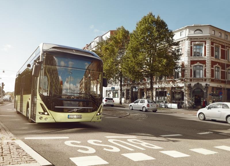kvolvo_7900_electric_bus_in_street_2015_1.jpg