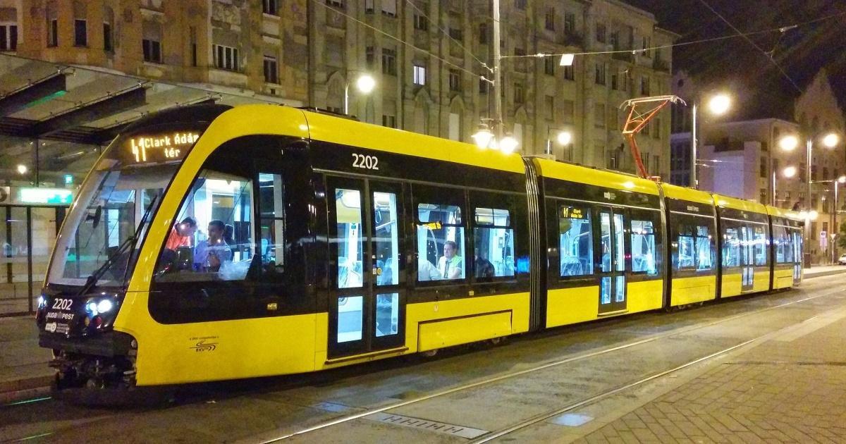1920px-caf_urbos_3_tram_in_budapest.jpg