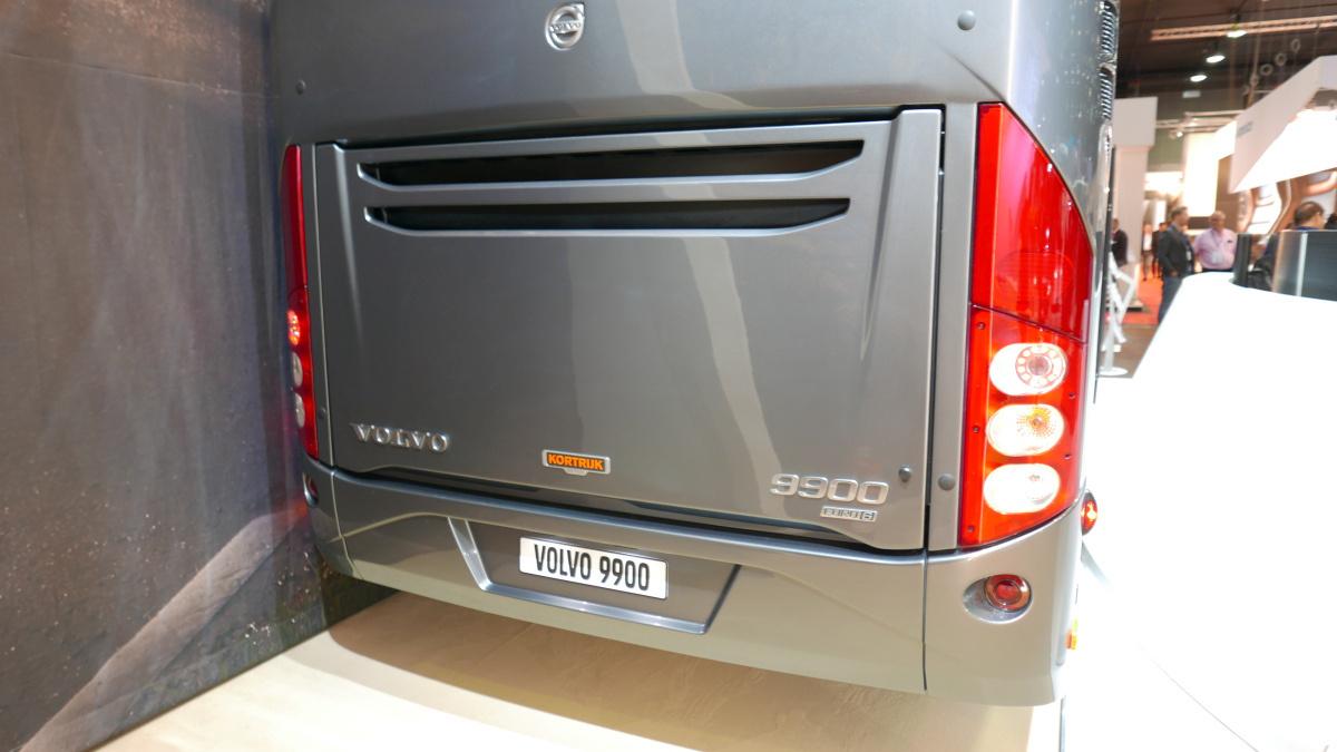 Volvo 9900. Itt is megoldható volt az Euro6c motor kiszellőztetése izlésesen, mindenféle ormótlan rács nélkül.