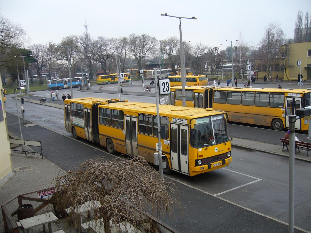 Autóbuszállomás tájkép. 2007. január