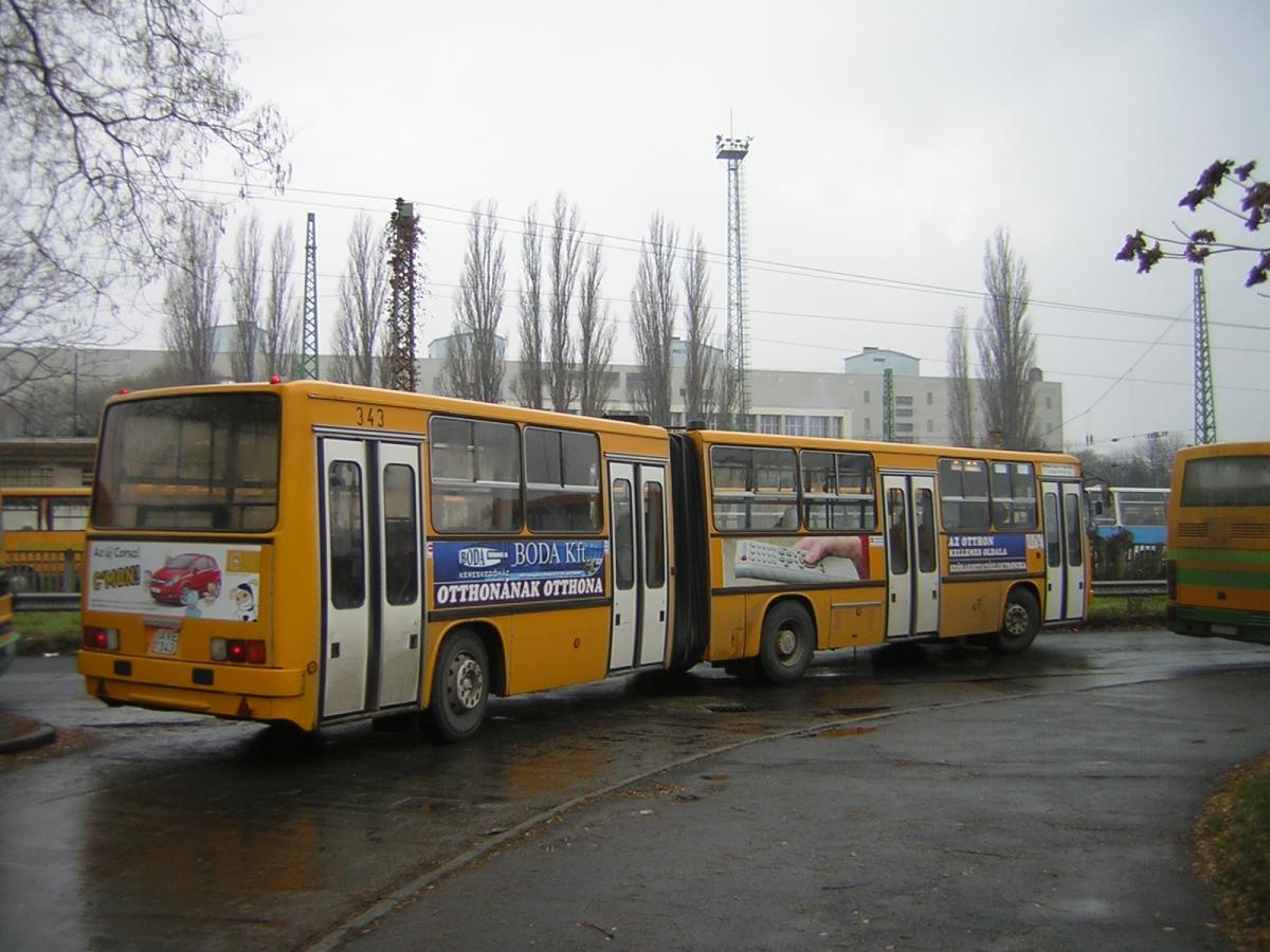 Autóbuszállomás, AVE-343 indul.