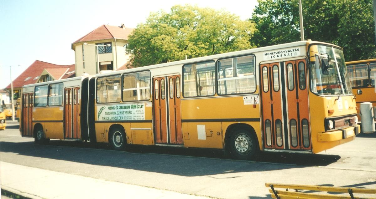 CLD-266 még az NDK-s színével pár évig így közlekedett. 2000 körül készült a kép. Ikarus 280.02
