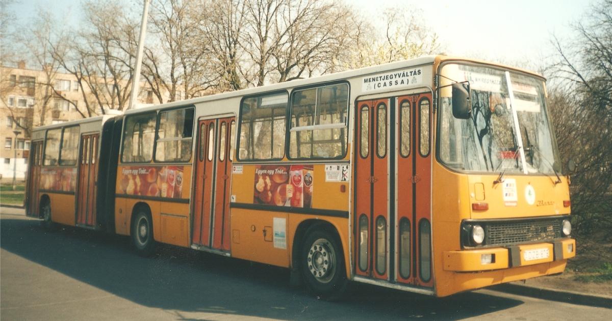 DZB-879 szintén az eredeti fényezésével.<br />Ikarus 280.02