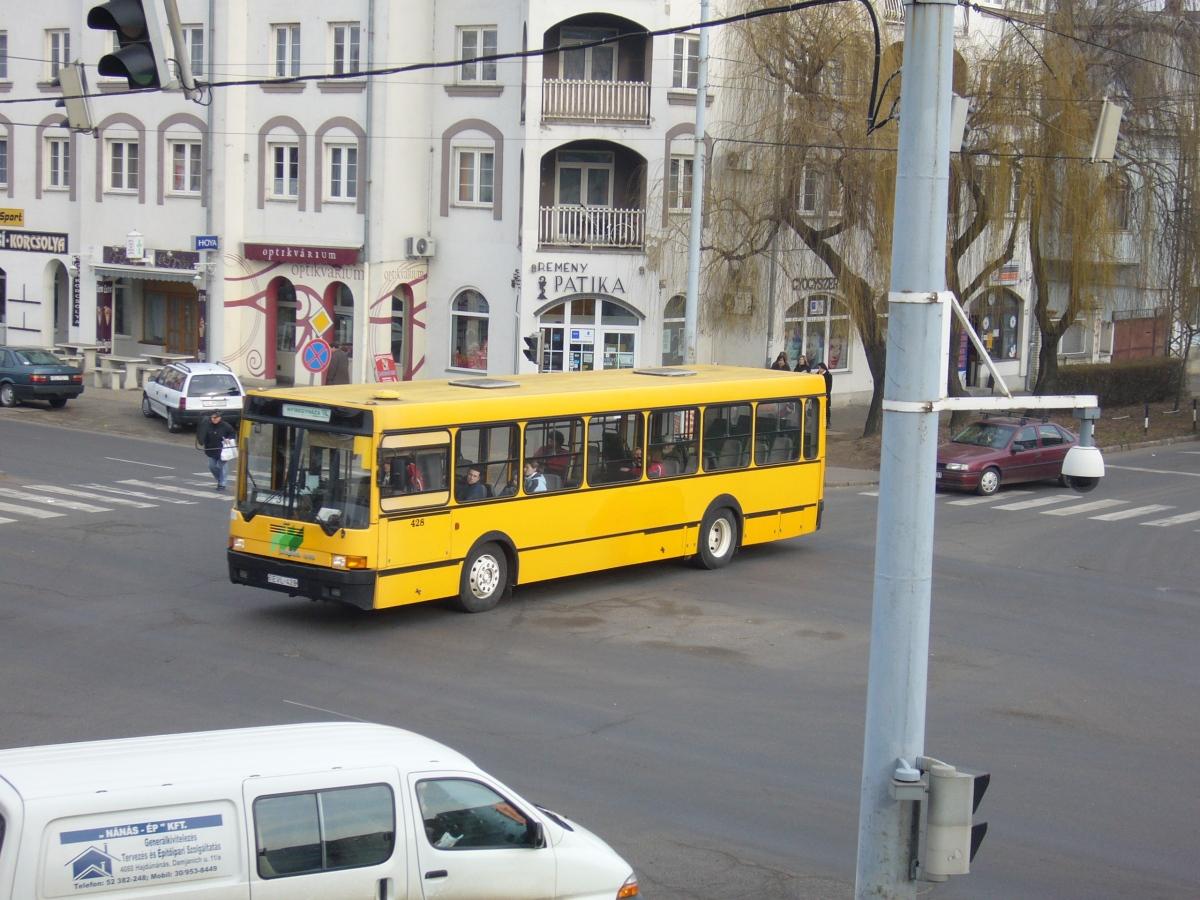 EVL-428 érkezik az Autóbuszállomásra, Ikarus 415.25