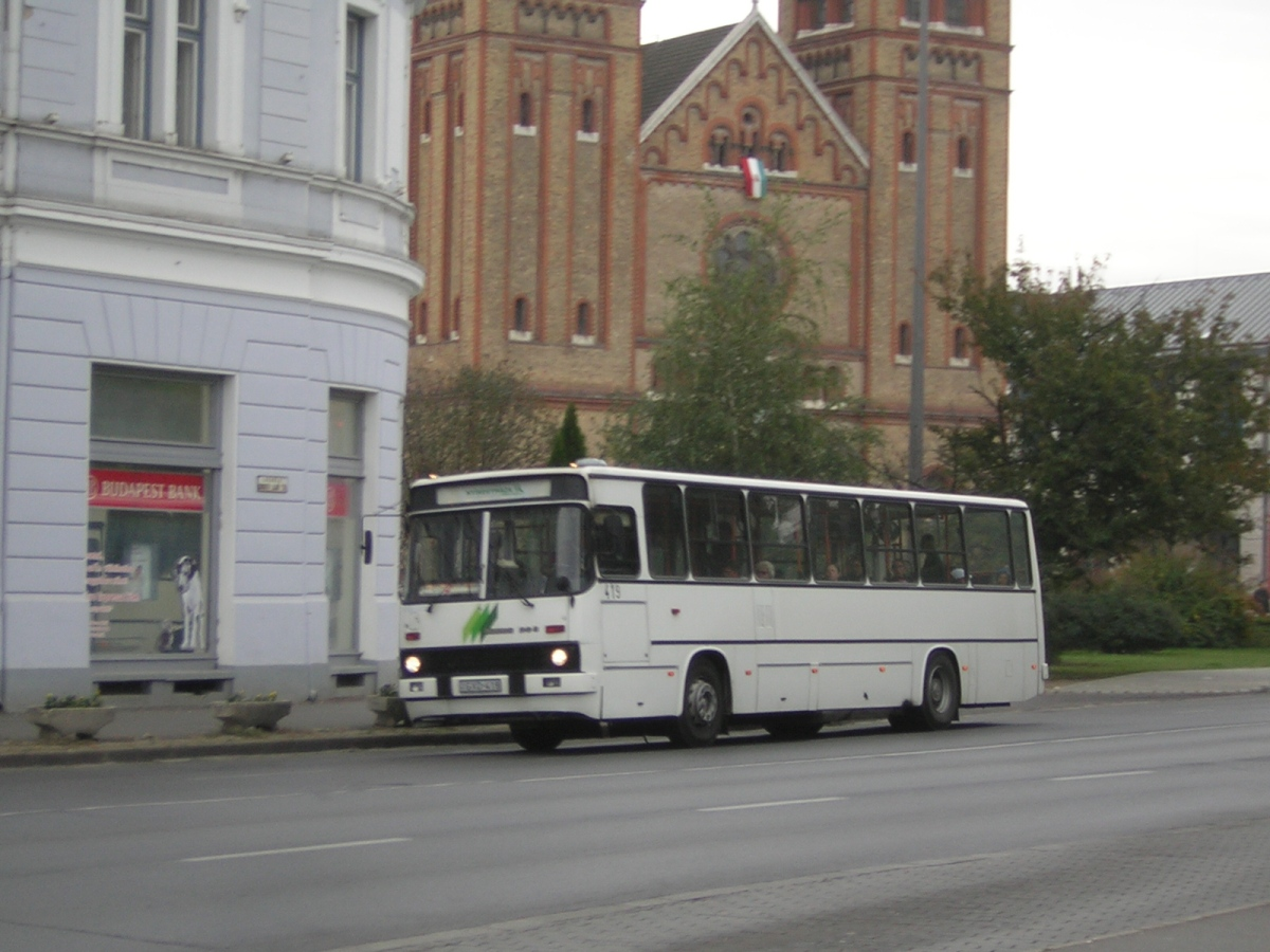 Buszok a Dózsa György út sétáló utcává alakított szakaszán. 2006.10.21