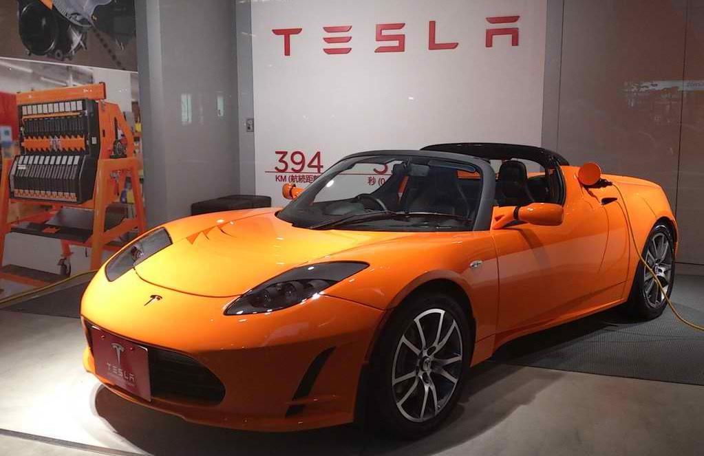 tesla_roadster_japanese_display.jpg