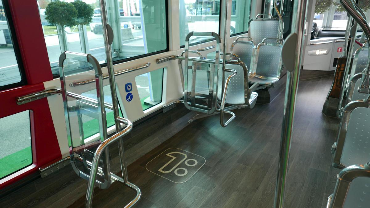Irizar ie tram. Dupla peron, 2+1-es üléskiosztás, így kell ezt.