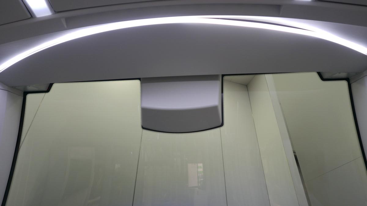 Sileo S12. A hátsó öt utasnak is jár világítás..