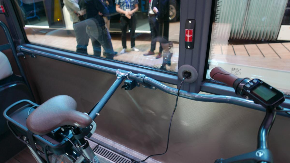 VDL Citea LLE 127. Bicikli rögzítés és USB-töltés...