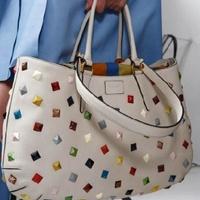 Ki vagy-vagy a táskádban?