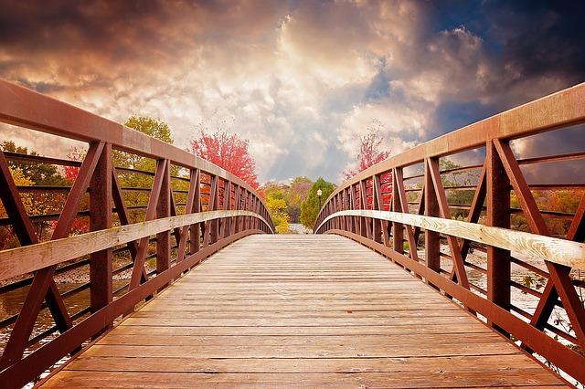 bridge-1385938_640.jpg