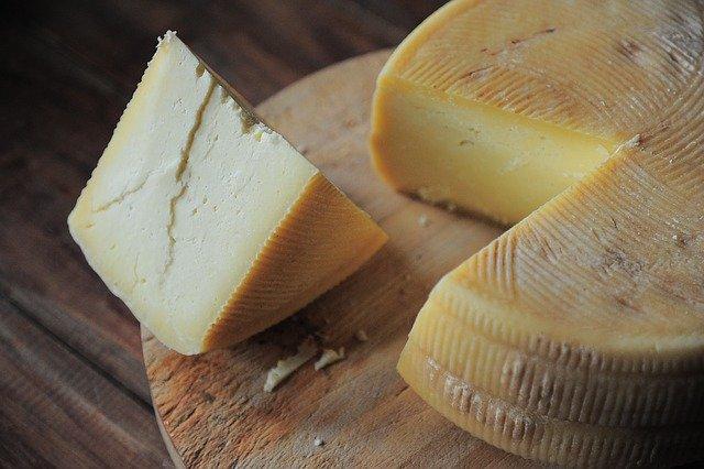 cheese-3463368_640.jpg