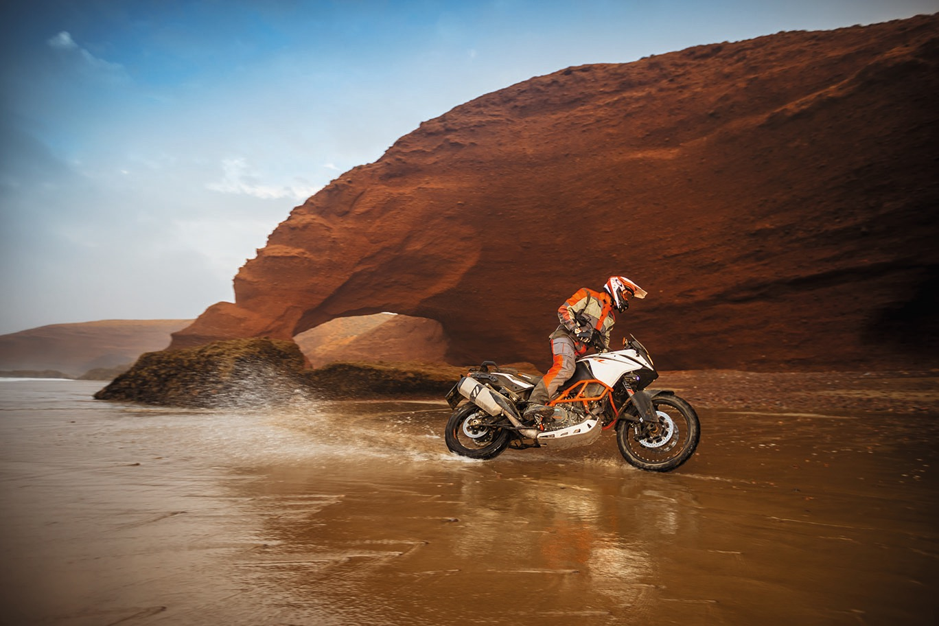 2017-ktm-1090-super-aventure-r-first-look-8.jpg