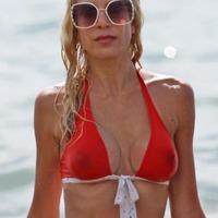 Nude Beach: Tori Spelling