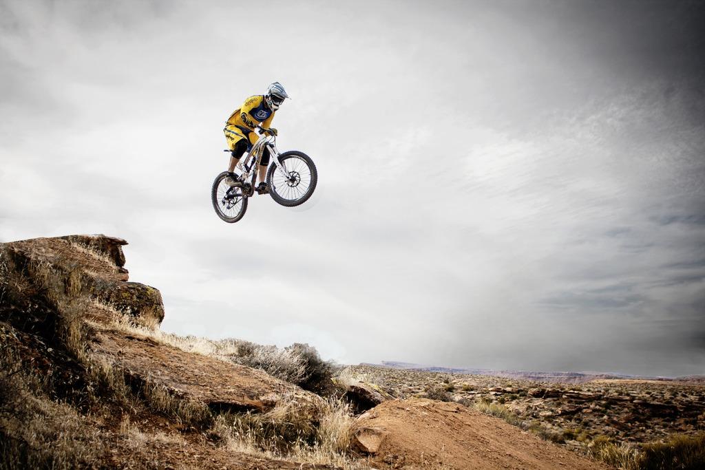 landscape-nature-person-mountain-sky-sport-1134363-pxhere_com.jpg