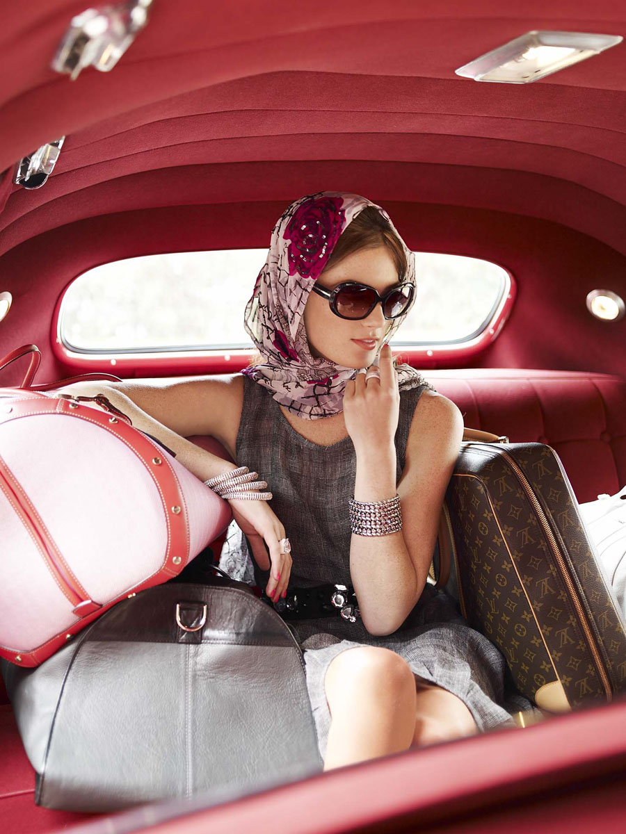 classy-woman-travel-in-style_1399547857.jpg_900x1200