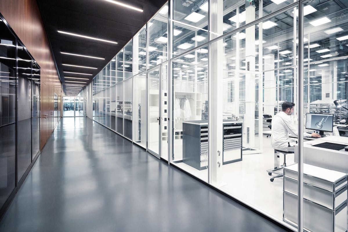 iwc-new-manufacture-the-cutting-edge-manufakturzentrum-incoming-goods-inspection.jpeg