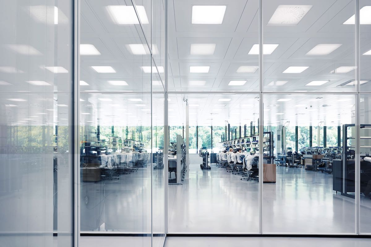 iwc-new-manufacture-the-cutting-edge-manufakturzentrum-movement-assembly-line.jpeg