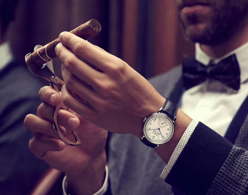 vacheron-historique-historiques-triple-calendrier-1942-wrist-shot.jpg