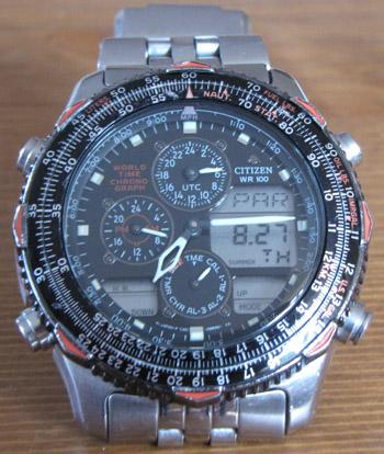 ... amitől a 10 év karcai hiányában valóban szinte vadonatújnak tűnik az óra f88093ecad