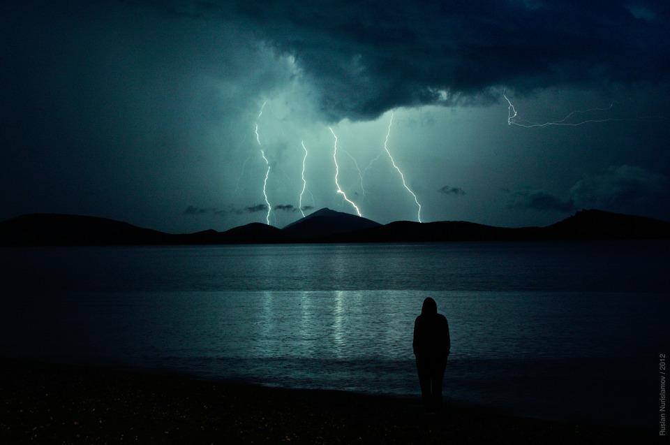 lightning-962789_960_720.jpg