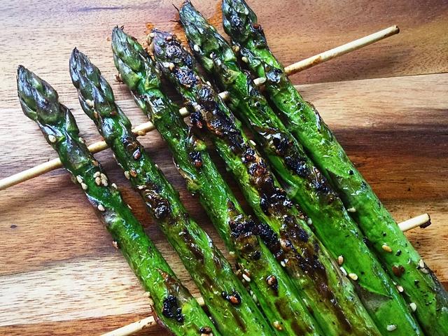 Szójaszószos-szezammagos sült zöldspàrga