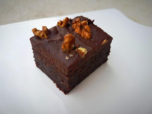 Nyers vegán brownie