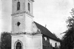 Az utolsó talpas templom emlékei - Kemse